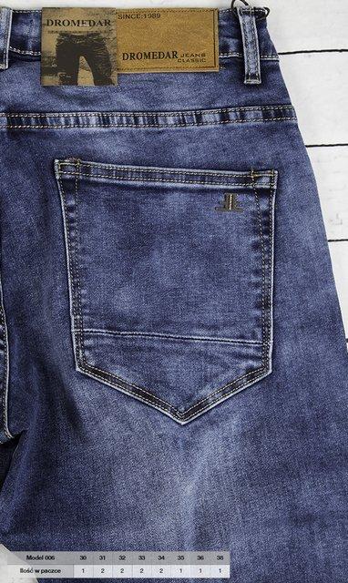 Męskie spodnie jeansowe, klasyczne, proste.